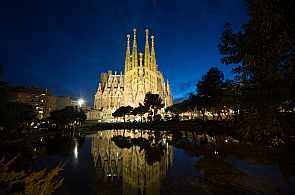 Sagrada Familia bei Nacht